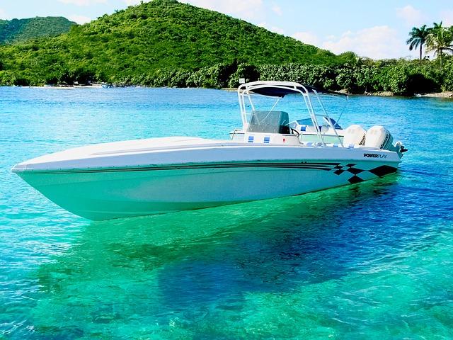 jachta na moři