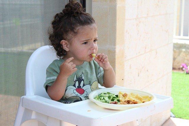 batole při jídle
