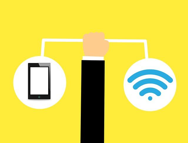 mobil, ruka a wifi.jpg