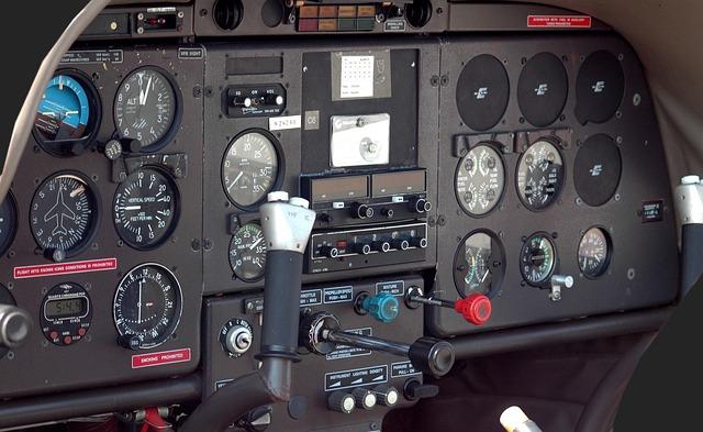 přístrojová deska letadla.jpg