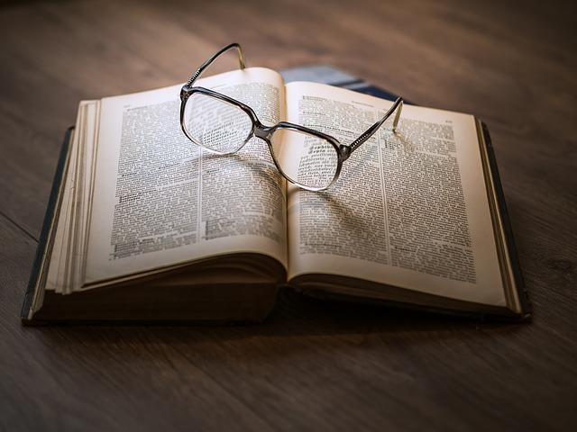 kniha pod brýlemi.jpg