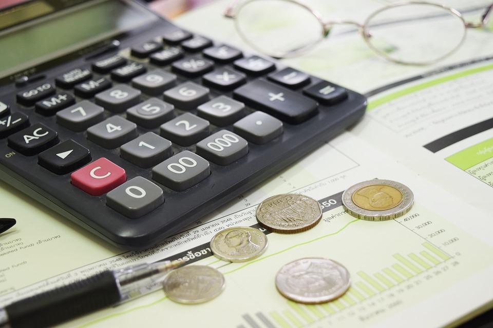 kalkulačka a mince